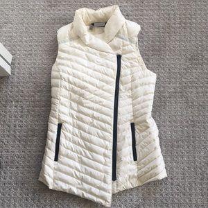 Athleta cream/white puff vest